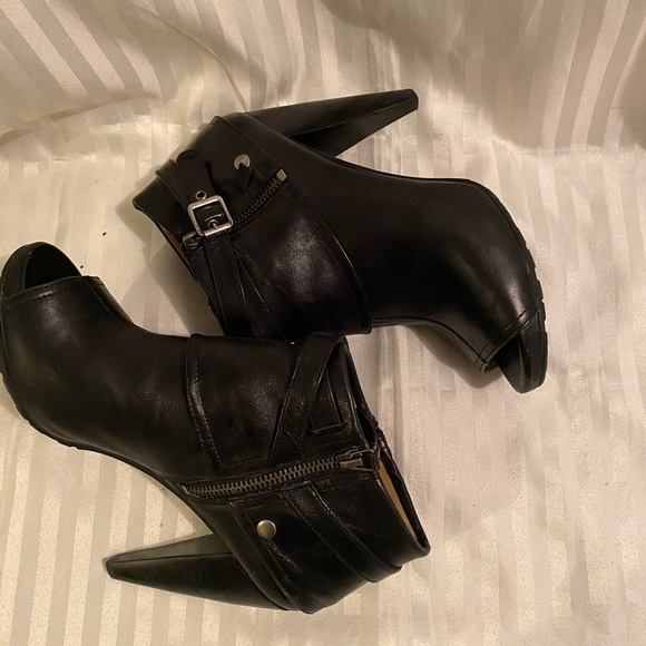‼️$30 , edgy and sexy Nine West booties